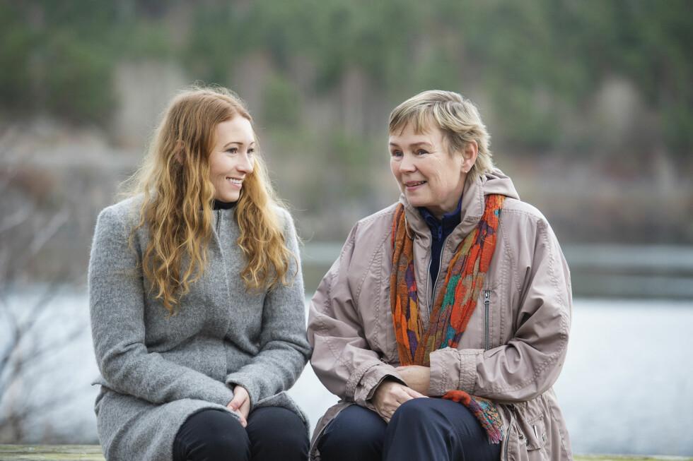 <strong>TRYGGHET:</strong> Naboen Wenche ble en bauta for Lise, og hun sier til KK at hun ikke vet hvor hun hadde vært i dag om hun ikke hadde hatt Wenche som nabo og støtte da hun vokste opp. Foto:  Foto: Anders Martinsen