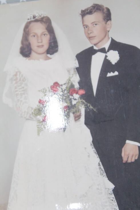 <strong>BRUDEPAR:</strong> Lises foreldre på bryllupsdagen. Faren kom aldri over tapet av moren. Foto:  Foto: Privat