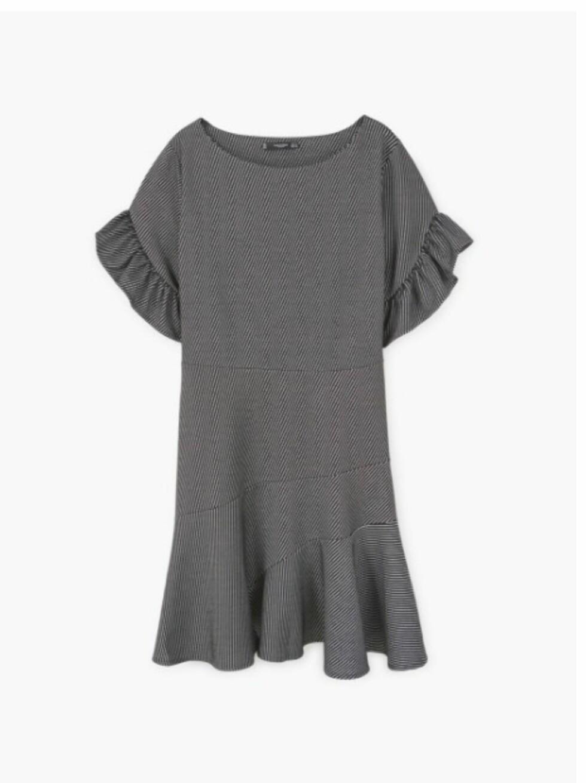 <strong>Kjole fra Mango   kr 249   http:</strong>//shop.mango.com/NO-en/p1/woman/clothing/dresses/short/ruffled-sleeve-dress?id=83030294_95&n=1&s=mss_she&ts=1490176175387