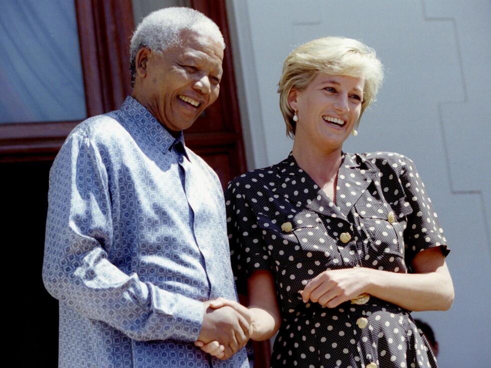 MØTTE PRESIDENTEN: HIV/AIDS-problematikken var også et tema som engasjerte Diana, og i mars dro hun til Sør-Afrika hvor hun var i samtale med daværende president Nelson Mandela (1918 - 2013) om nettopp HIV/AIDS. SAFRICA DIANA - RTR2HYT Foto: NTB Scanpix