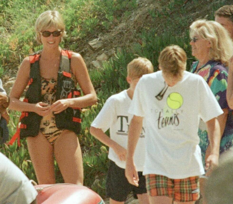 MED SØNNENE: Også prins William og prins Harry, Dianas to sønner, var med på ferien til Saint Tropez i juli 1997. Foto: NTB Scanpix