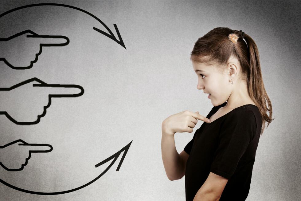 ØNSKER IKKE OPPMERKSOMHET: Tause barn er ofte redd for å få fokus og oppmerksom rettet mot seg. Derfor er det lurt å ikke gjøre så mye ut av det når de først snakker. Foto: Shutterstock / pathdoc