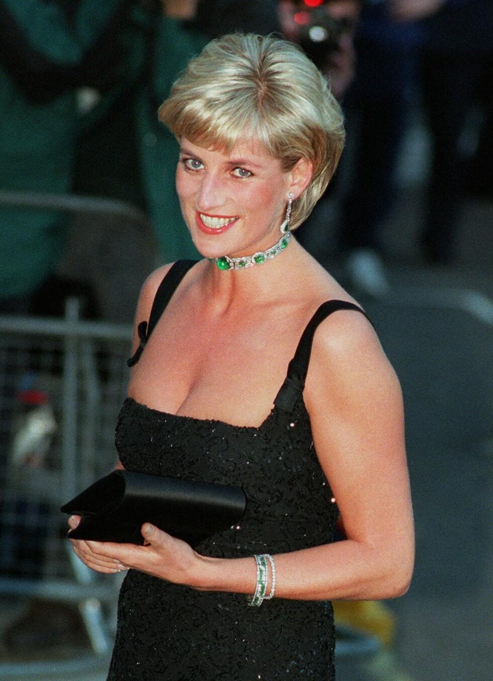 DEN LILLE SORTE: Diana fotografert under en tilstelning på Tate Gallery i London på sin egen 36-årsdag. Foto: NTB Scanpix