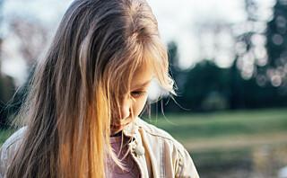 - Det er ikke realistisk at et barn med selektiv mutisme kan snakke foran alle i klassen