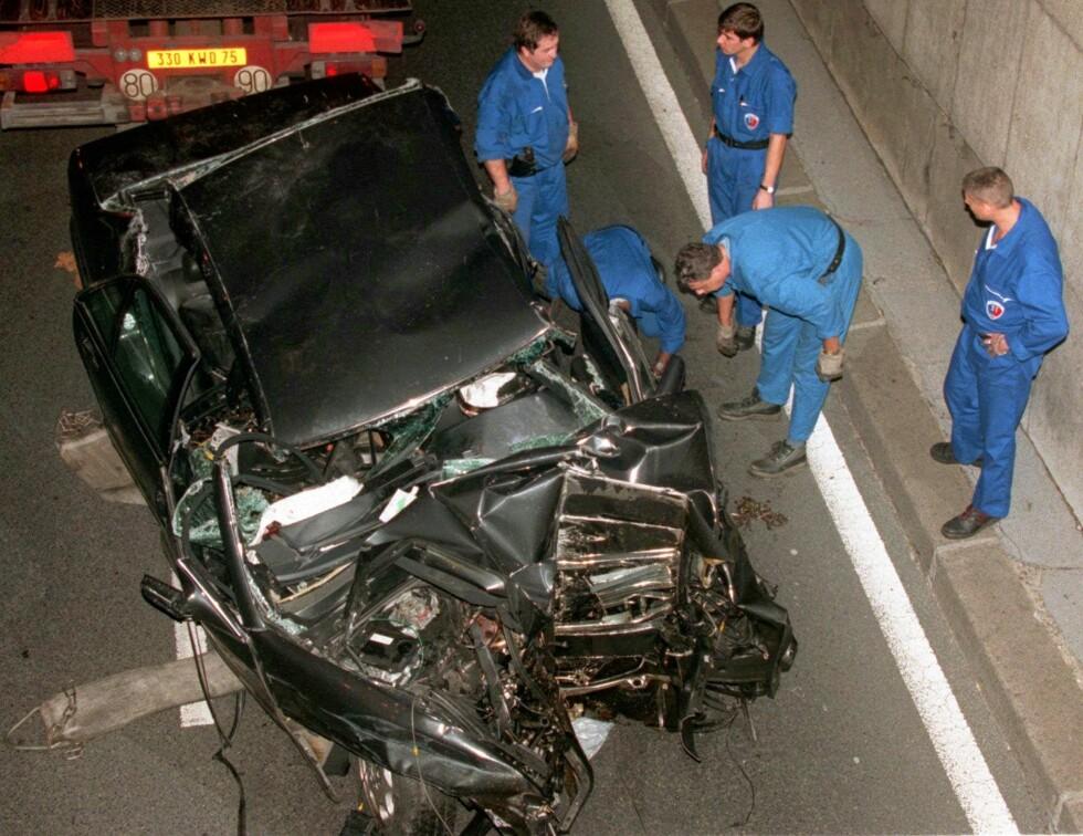 FATAL ULYKKE: Bilulykken skjedde i tunellen Pont d'Alma i Paris. Paret var på vei til Dodi Fayeds leilighet ved den verdensberømte turistattraksjonen Triumfbuen da ulykken inntraff. Foto: NTB Scanpix