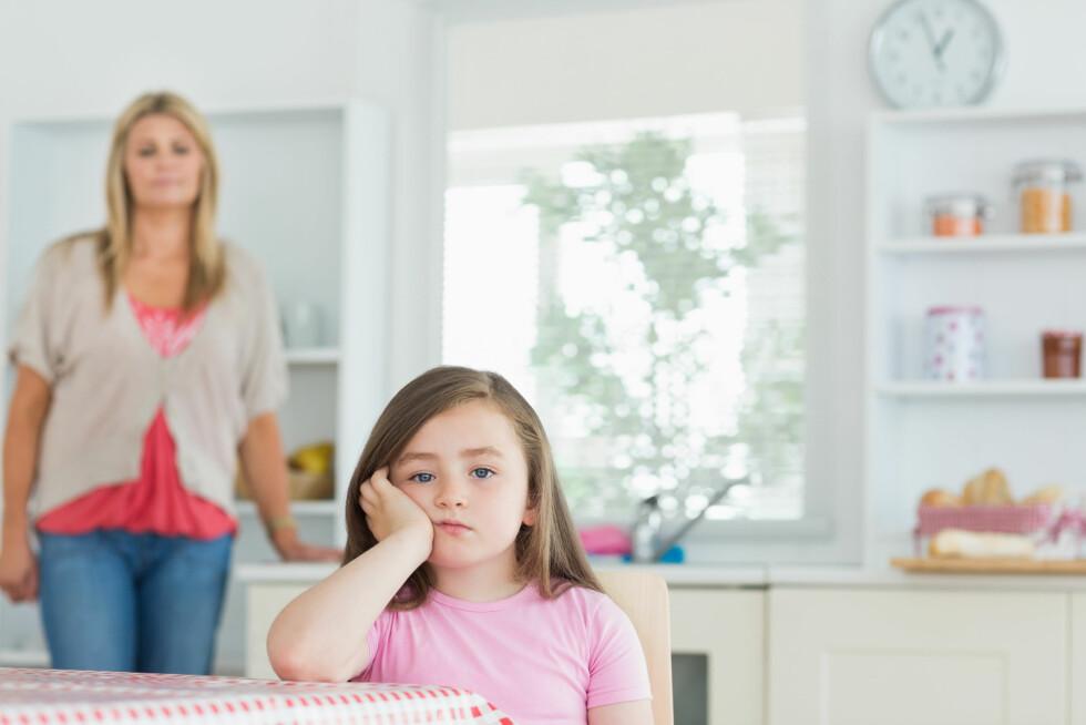 MINDRE TILKNYTNING: Å være mye borte fra barnet ditt kan gjøre tilknytningen deres vanskeligere.  Foto: WavebreakmediaMicro - Fotolia