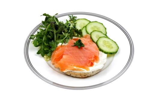 ØK NIVÅENE DINE: Laks innehold E-vitaminer. Det gjør også makrell, eggeplommer og ost. Foto: All Over PressAll Over Press