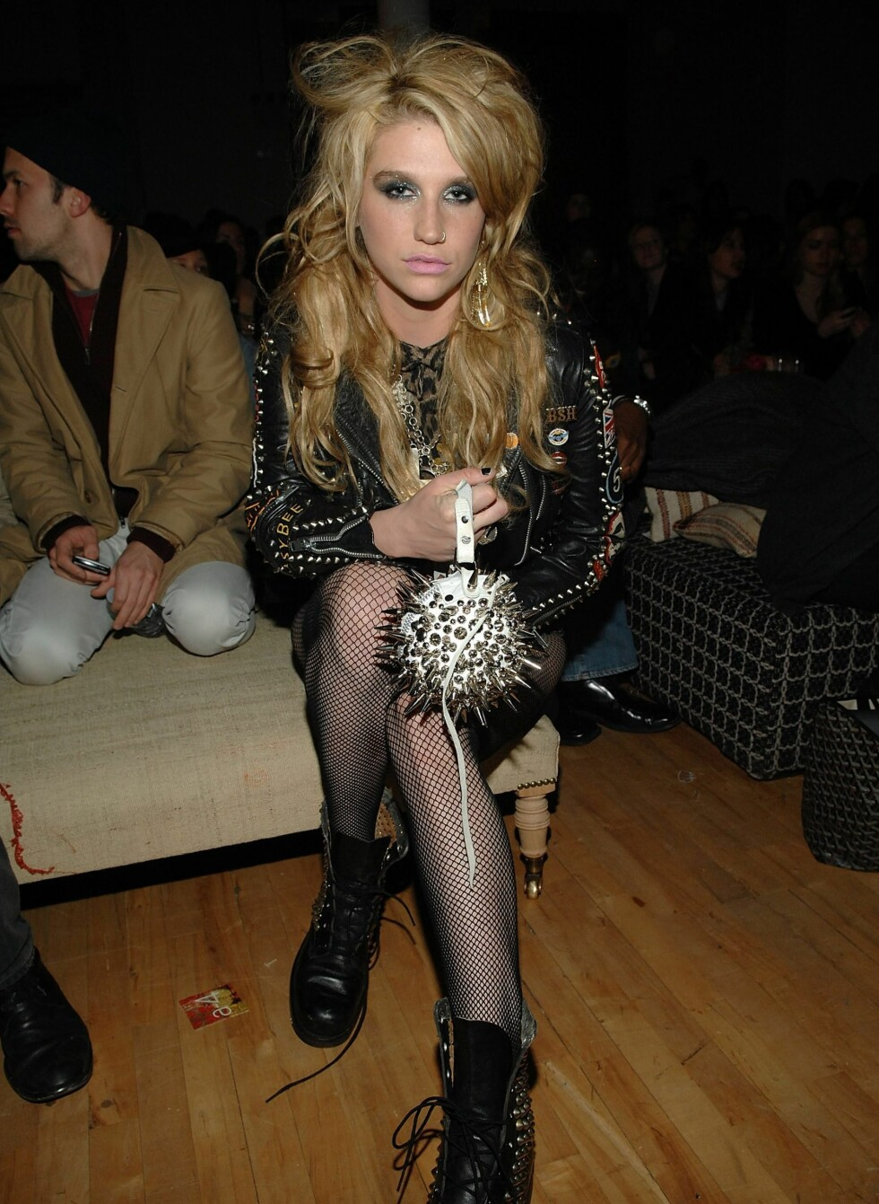 Artisten Kesha hadde åpenbart pumket seg opp for Erin Wasson + RVCAs motevisning.  Foto: All Over Press