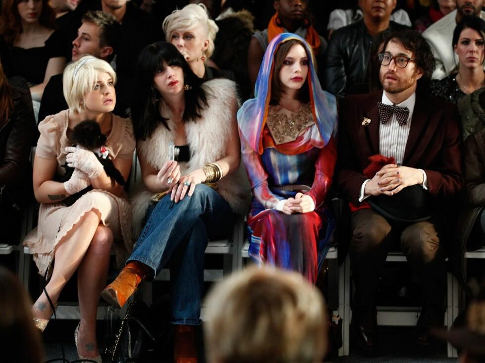 Kelly Osborne, modell Charlotte Kemp Muhl og Sean Lennon var bare noen av stjernene som er å se på moteuka i New York. a Foto: All Over Press