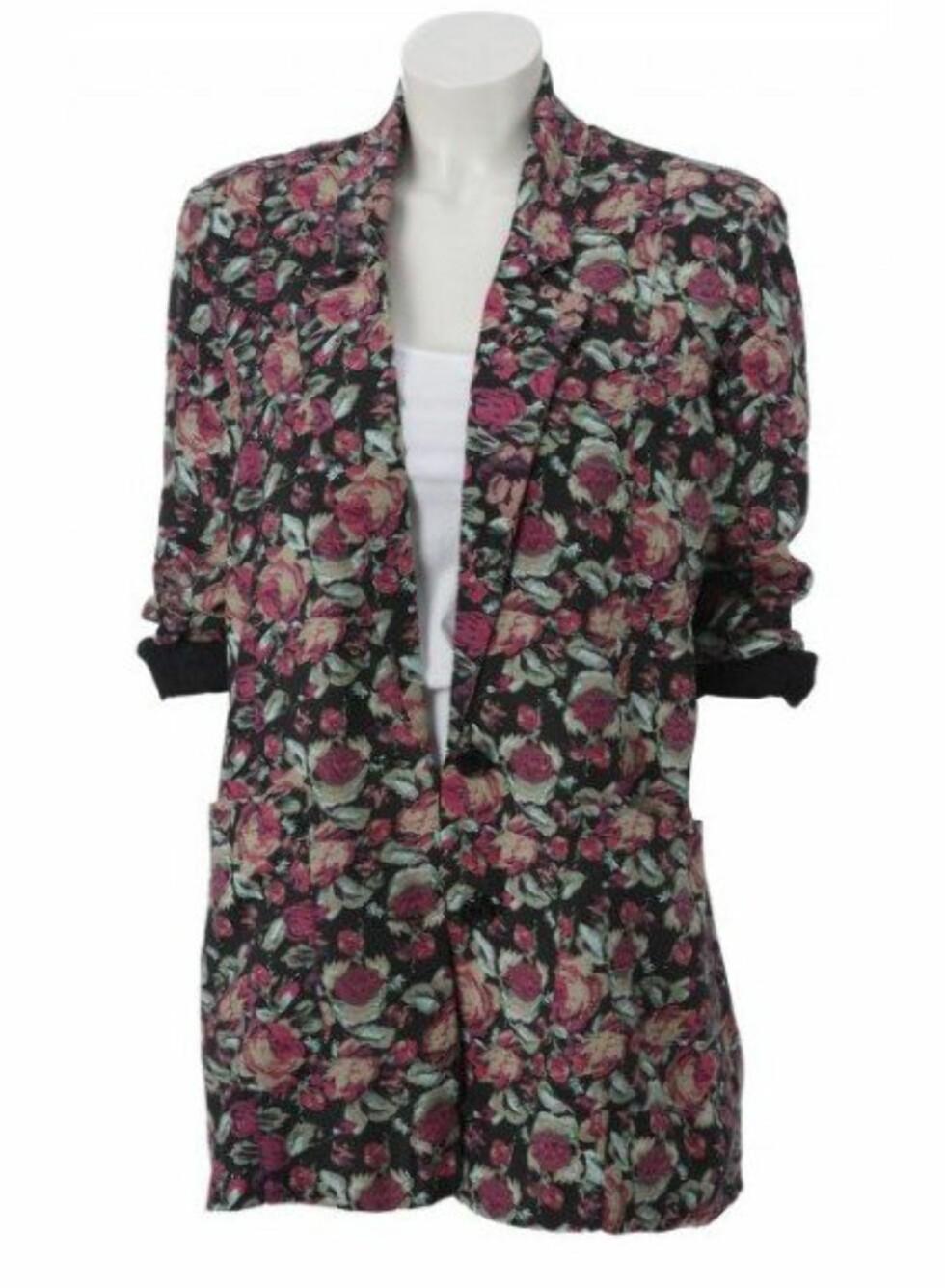 Blomstrete blazer med lommer (kr 250, Gina Tricot).