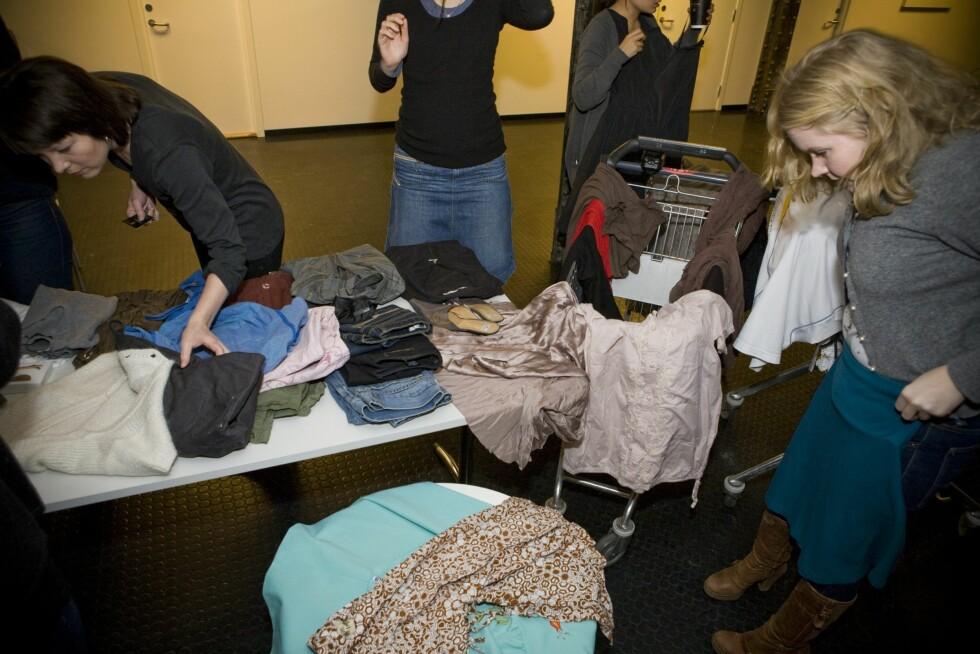Vi oppfordrer alle våre lesere til å arrangere bytte- og gibortdag. Det er både gratis, miljøvennlig, og sparer ektemenn og kjæresteter fra å kjede vettet av seg når vi prøver klær i timesvis av gangen.