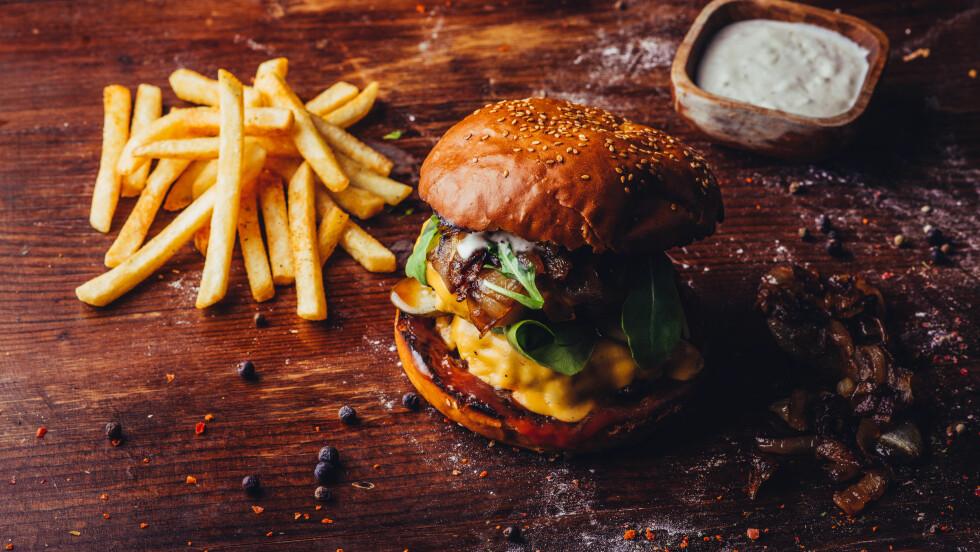 METTET FETT:  Ifølge ny norsk forskning er det kvaliteten på maten det lønner seg å ha fokus på. Du skal ikke frykte fettet. Men stemmer det egentlig? Foto: Shutterstock / JLwarehouse