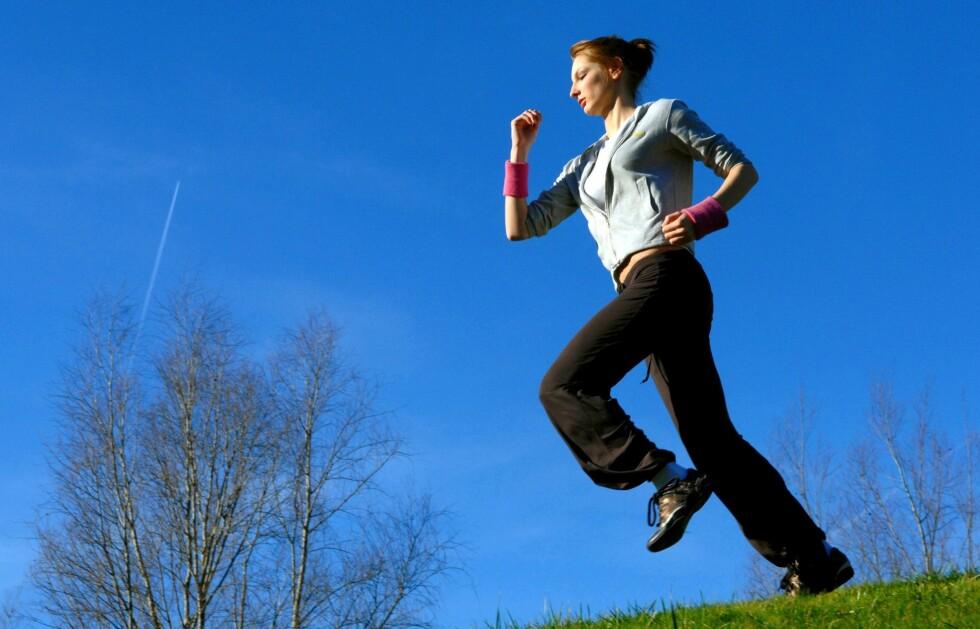 - Ingen bør tolke dette til at det er bedre å løpe barbeint enn å bruke en hvilken som helst sko, påpeker forskerne. Foto: All Over PressAll Over Press