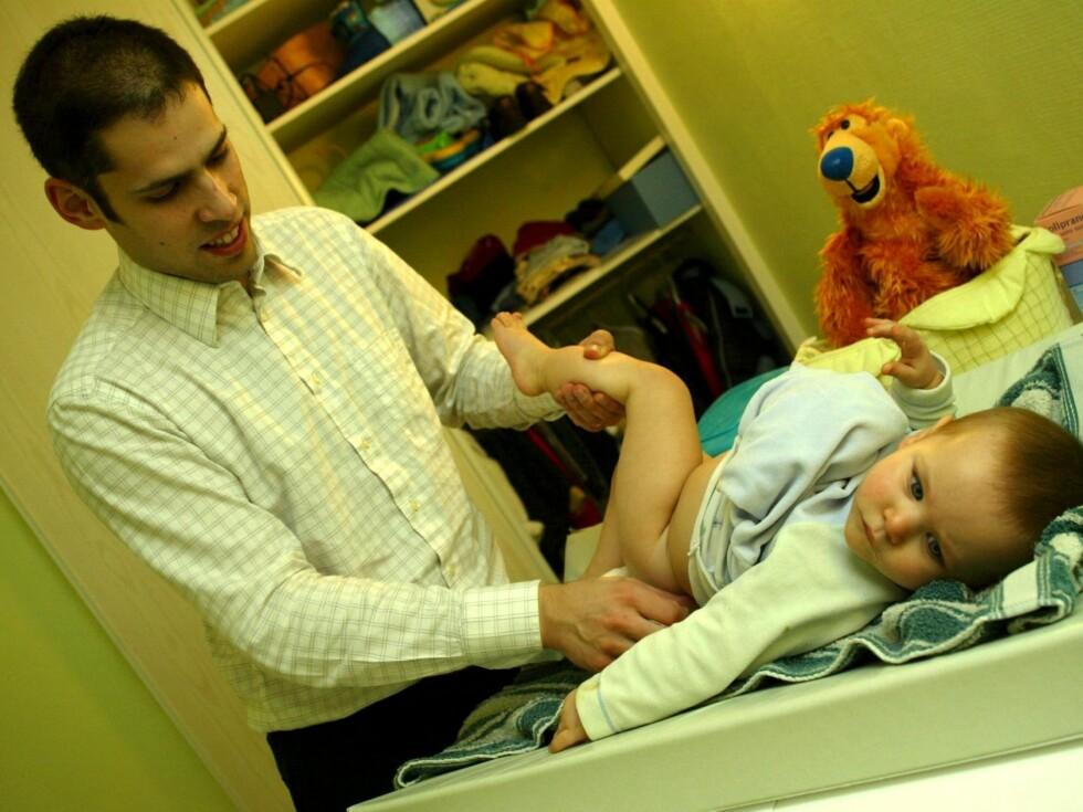 - Mange menn har en sperre når det gjelder bleieskift. Den må bort, mener Peder Kjøs. Foto: colourbox.com
