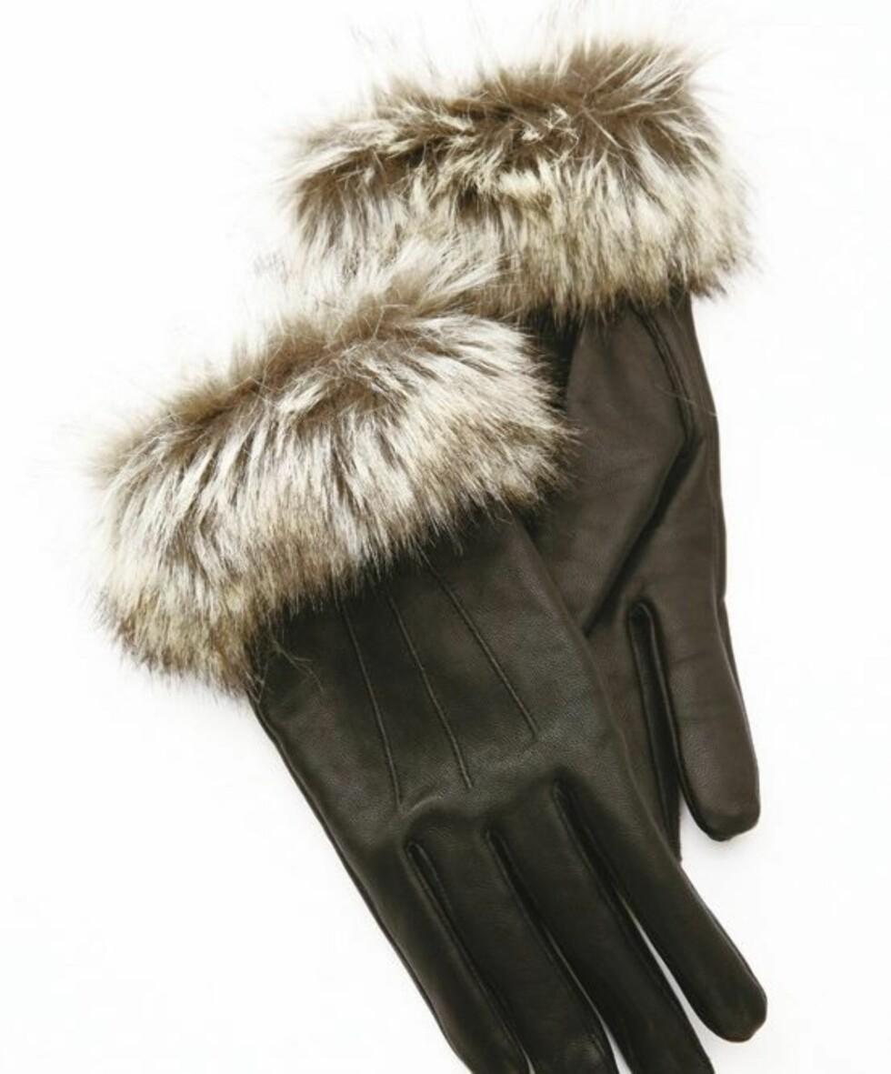 Svarte hansker med pulsvarmer-pels (kr 400, Lindex).