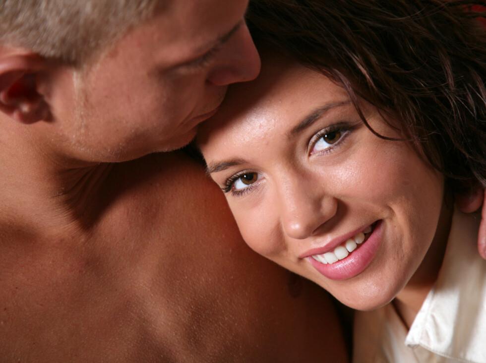 LYKKELIG: Du blir like lykkelig av å høre «Jeg elsker deg» som hvis du hadde vunnet 1,65 millioner kroner i lotto, ifølge britisk studie. Foto: Colourbox.com