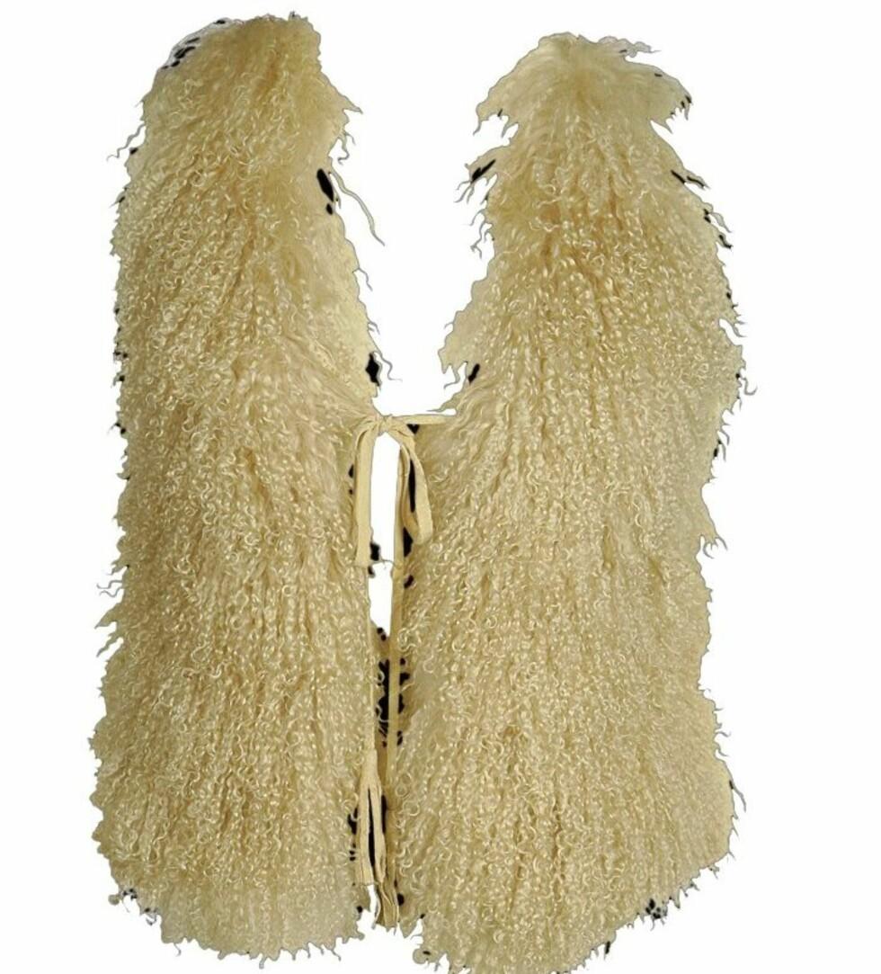 Lodden hårete vest - perfekt til slitte lyse jeans (kr 1400, Pepe Jeans).