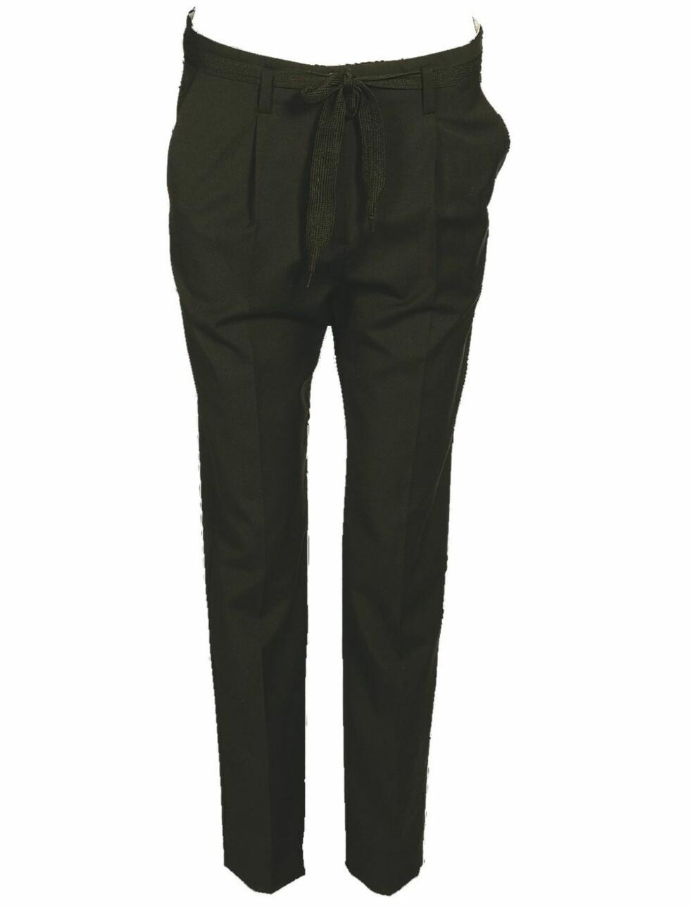 Elegante bukser som er vide i livet (kr 800, BZR).