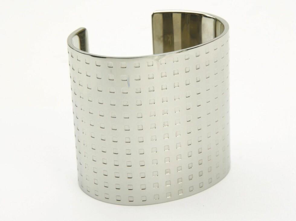 Amrbånd i sølv (kr 1390, Calvin Klein).