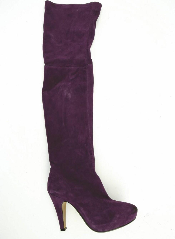 Skyhøye støvletter i semsket skinn (kr 2300, Friis Company).