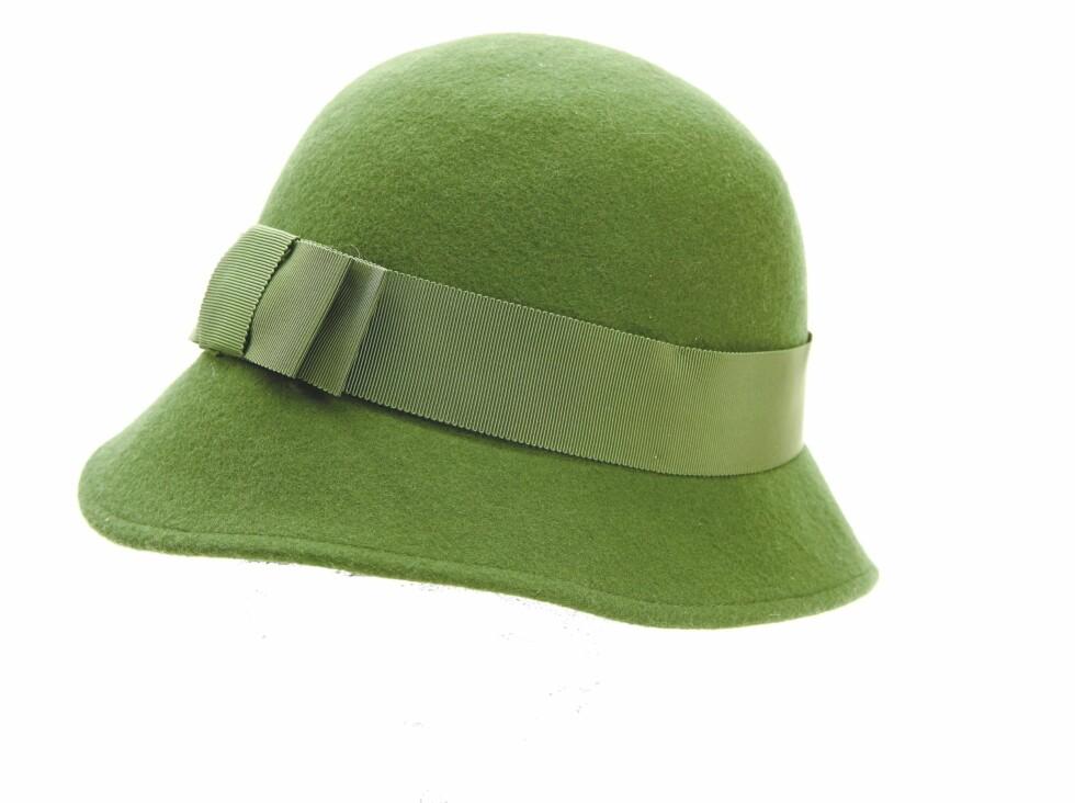 Grønn hatt i 30-tallsstil (kr 500, Noa Noa).