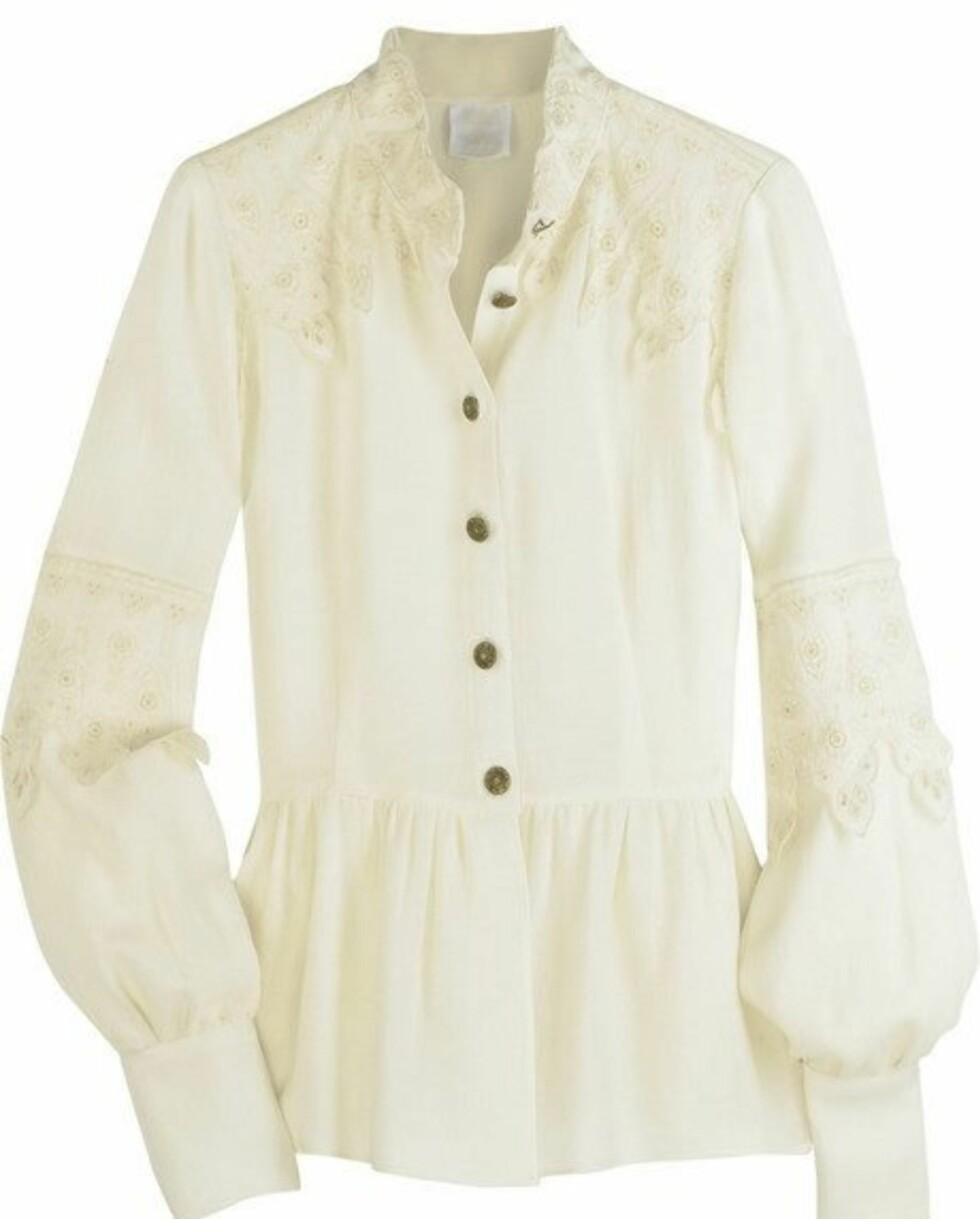 Gammeldags bluse til luksuspris (kr 4450, Anna Sui/Netaporter.com).