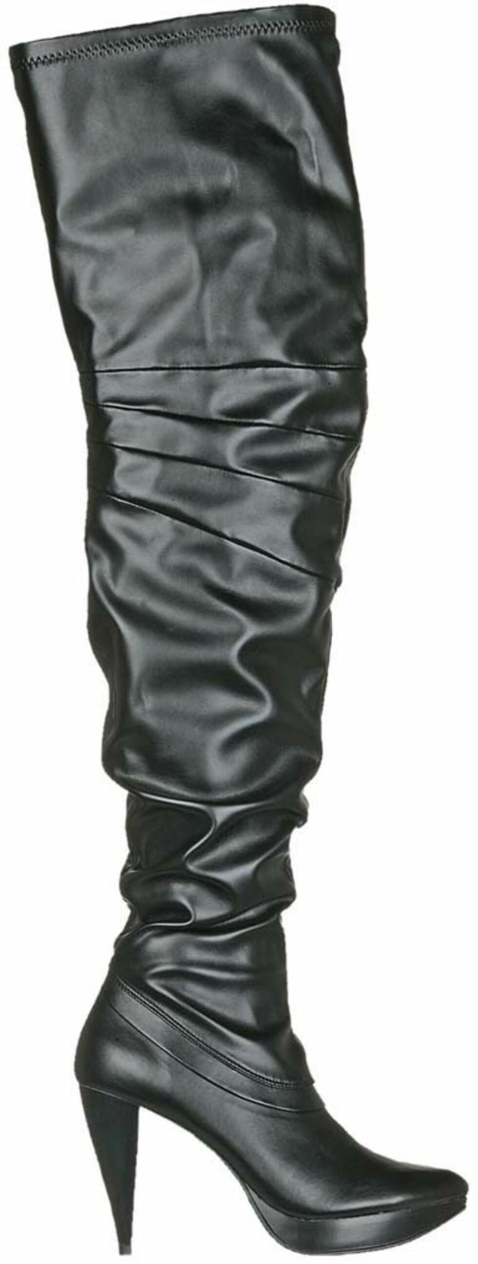 Skyhøye støvletter med platå som går langt opp på låret (kr 600, Din Sko).