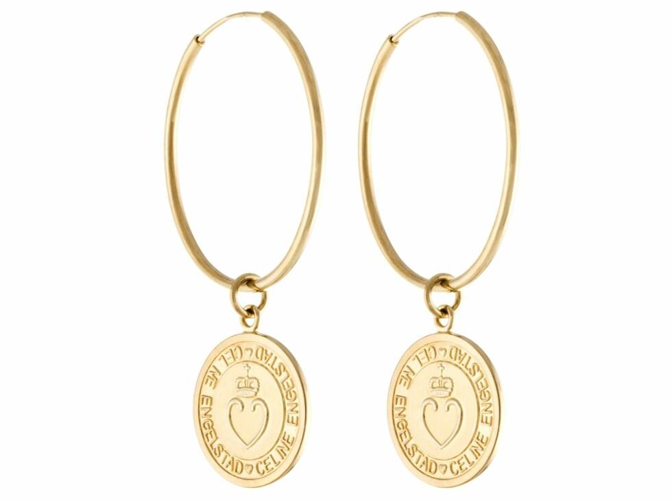 Øreringer med medaljongpynt (kr 1250, Celine Engelstad).