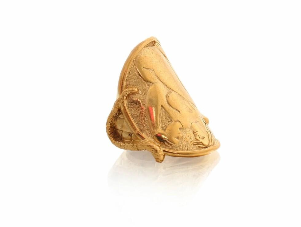 Ring inspirert av oldtiden (kr 2200, J Dauphin/Nelly.com).