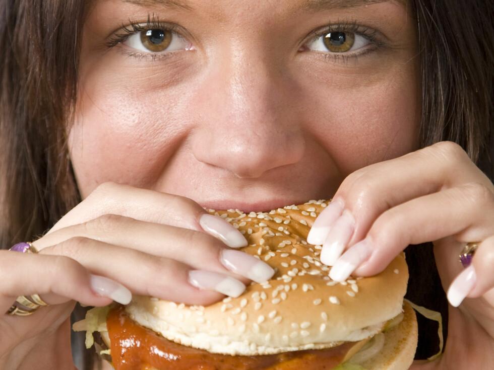 <strong>MER KJØTT:</strong> Vi trosser helseanbefalinger og spiser mer kjøtt når vi griller, viser dansk undersøkelse. Foto: Colourbox