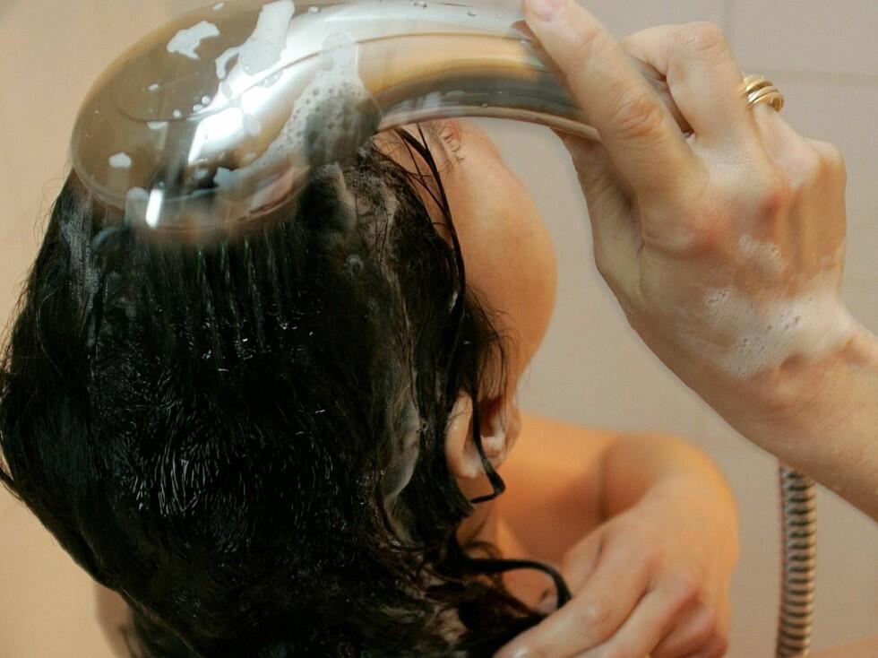 SJAMPO: Hvor ofte sjamponerer du håret? Stem under til høyre og se hva andre lesere har svart. Foto: colourbox.com