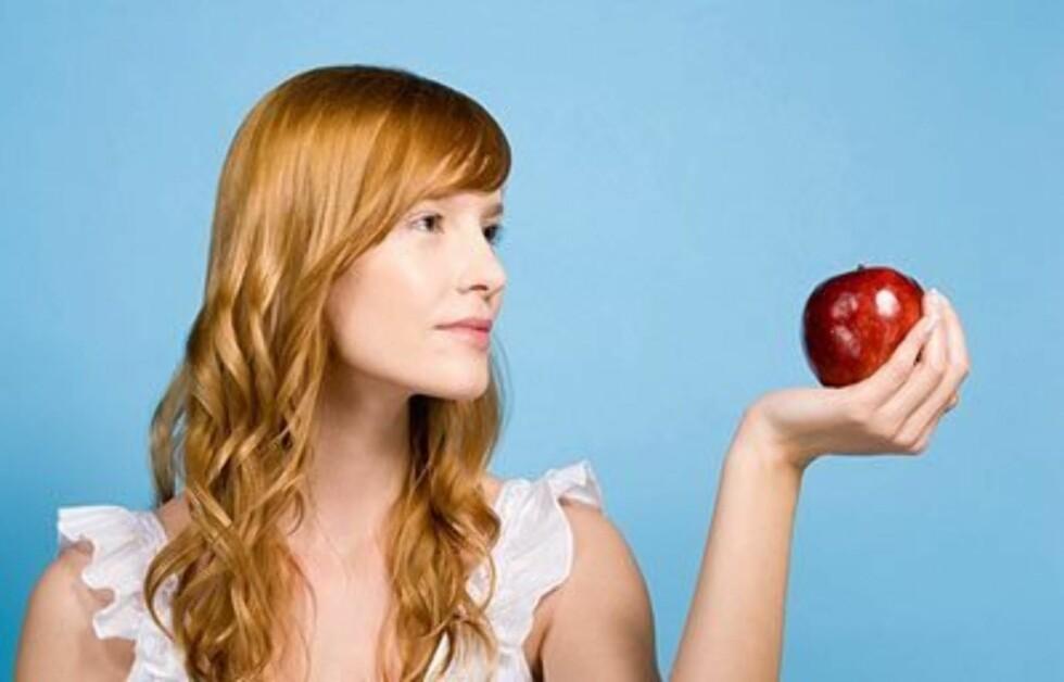 Et eple holder ikke bare legen unna – den kan også gjøre deg slankere. Spis frukt og grønnsaker med sterke farger! Foto: All Over Press