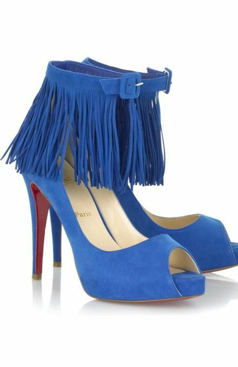 Luksusstiletter med skyhøye hæler og frynser (kr 6800, Christian Louboutin/Netaporter.com).