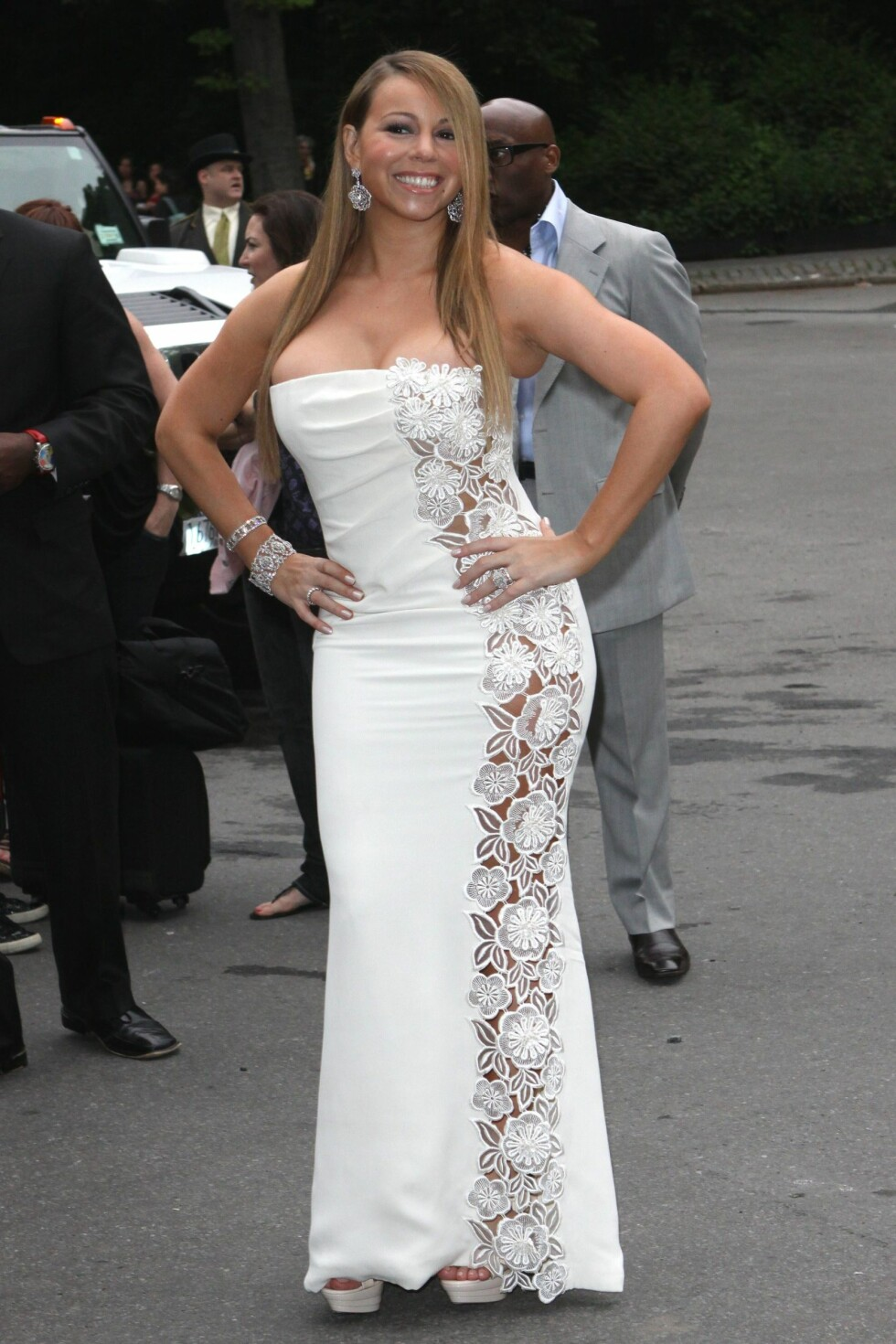 SPRETNE PUPPER: Popstjernen Mariah Carey kunne med fordel toned ned denne harry havfruekjolen sin noen hakk.  Foto: All Over Press