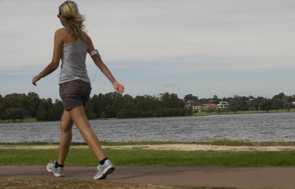 Verdens helseorganisasjon anbefaler at vi går minst 10.000 skritt hver dag. Foto: Colourbox.com