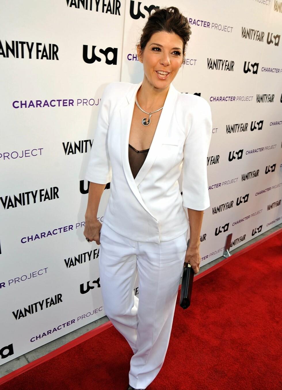 Skuespiller Marissa Tomei, sist sett i filmen The Wrestler, går for full hvit dress. Foto: All Over Press
