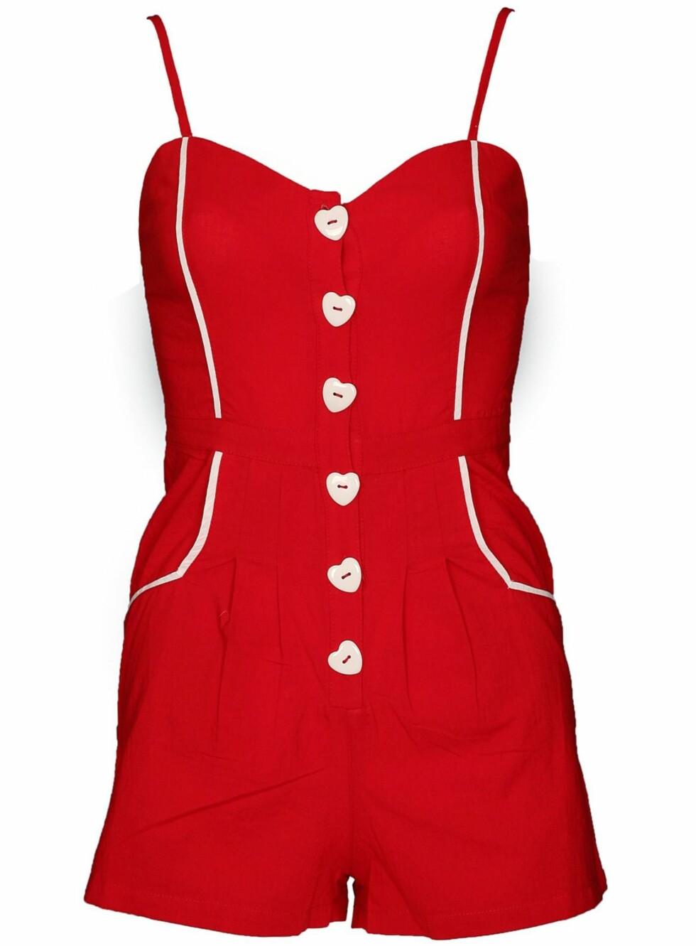 Snuppete bukseshorts i pinup-stil med hjerteknapper og tynne stropper (Rare Fashion/Fashionmixology.no).