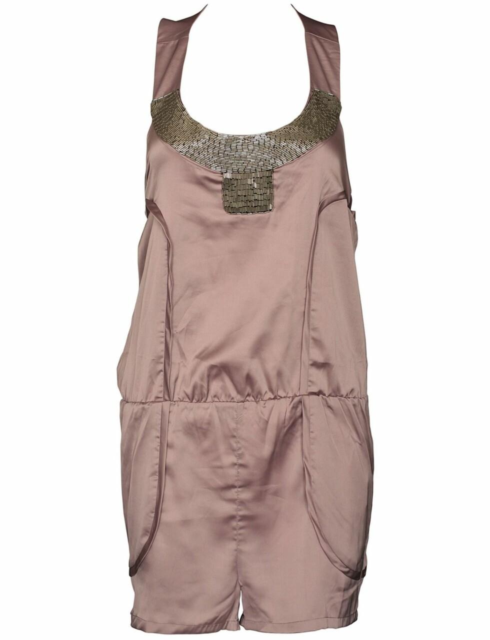 I silke med figursydde sømmer og steinpynt (kr 350, Rare Fashion/Fashionmixology).