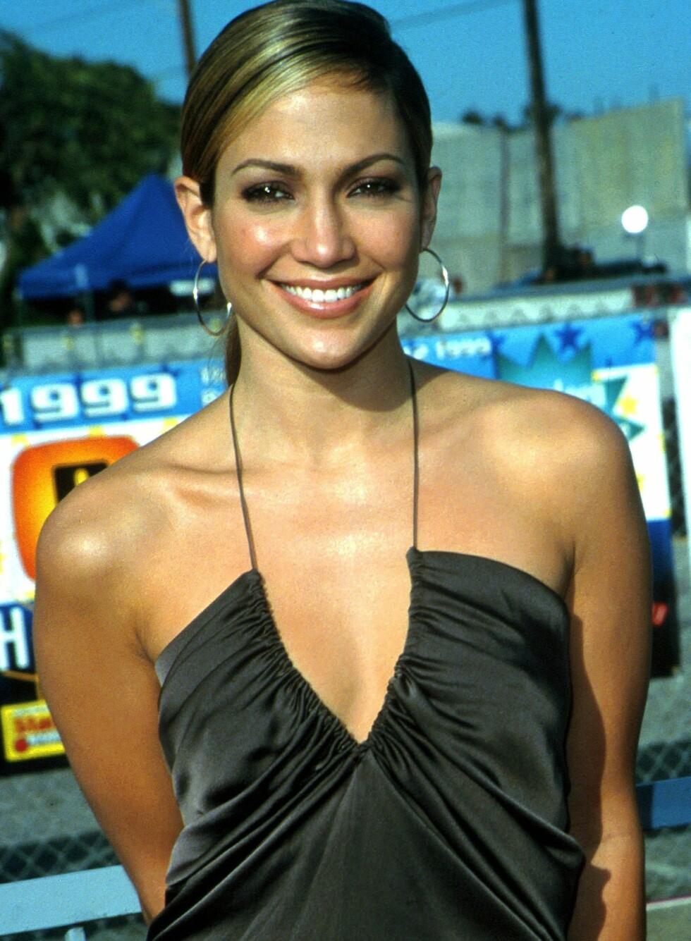 Beige, markerte striper som Jennifer Lopez hadde i håret var også en hit. I USA ble dette kalt for skunk-look, altså stinkdyr-stilen. Kanskje ikke noe å ta med seg inn i nåtiden?  Foto: All Over Press