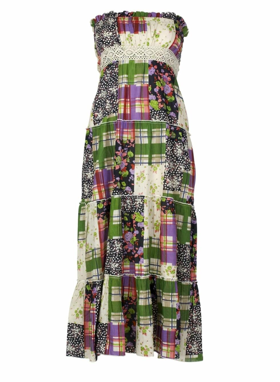 <strong>SØTT LAPPETEPPE:</strong> Lang kjole i bomull med høyt liv (kr 300, Cubus).