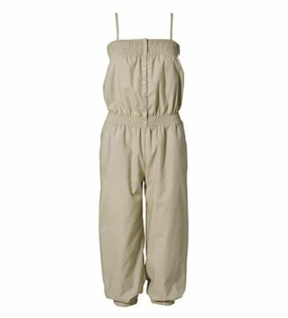 SOMMERLIG: I lys beige med strikk i livet (kr 300, H&M).