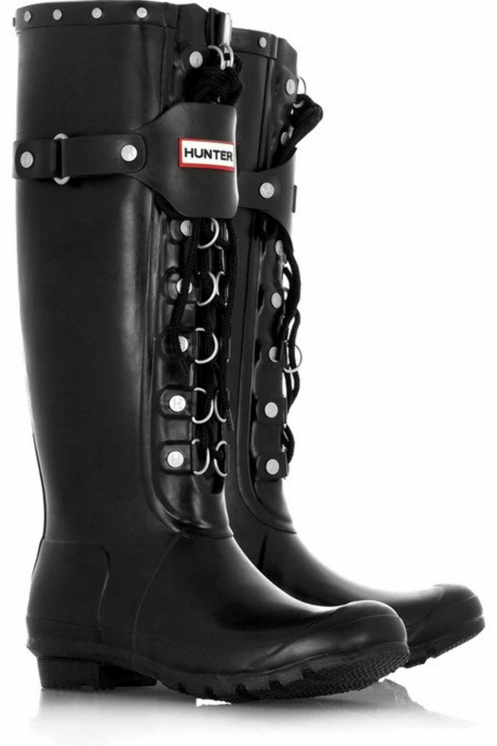 <strong>RÅERE MODELL:</strong> Splitter ny oppfølger til de klassiske Hunter-støvlene - nå med snøring og skjold (kr 1600/Netaporter.com).