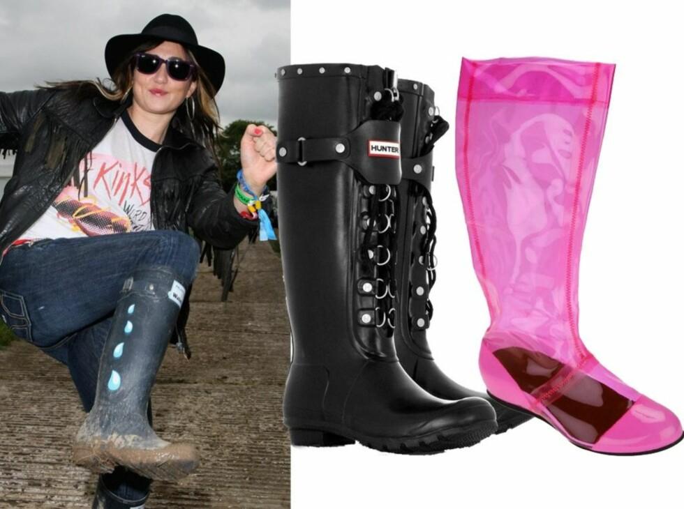 Artisten KT Tunstall gir gass i festivalgjørma i et par mørkeblå gummistøvler med regndråper på. Til høyre Hunter-støvler med snøring (kr 1600) og sammenbrettbare plaststøvler i knall rosa (kr 1000, Fessura/Lille Vinkel Sko).