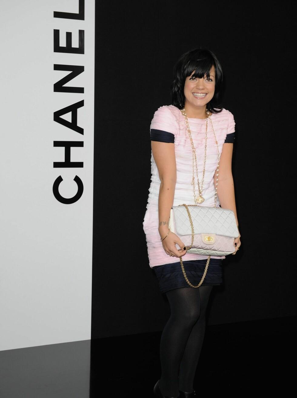 NY STIL: Popstjernen Lily Allen har fått en utrolig classy ny stil. Foto: All Over Press