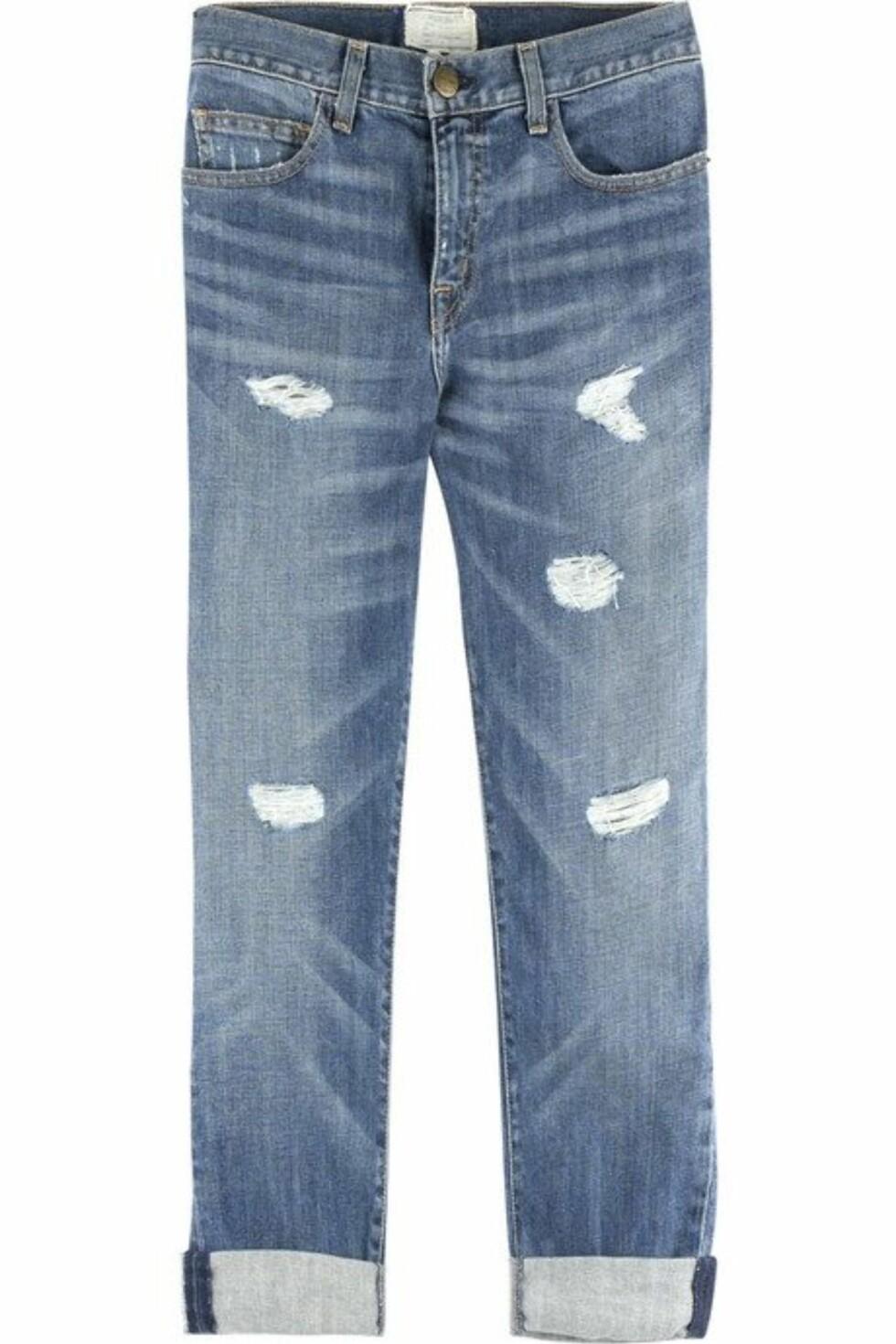 TRENDY: Boyfriend-jeans med hull, som kan brettes opp eller ned (kr 2250, Current Elliott/Netaporter.com).