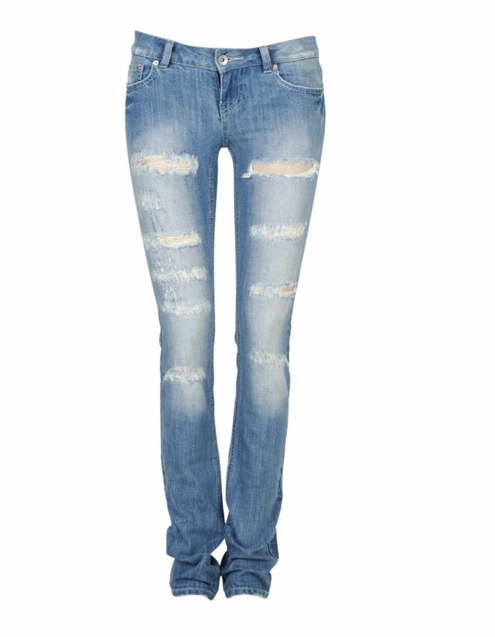 HERPA STIL: Jeans inspirert av Pierre Balmain, som fint kan lages selv (kr 500, Cubus).