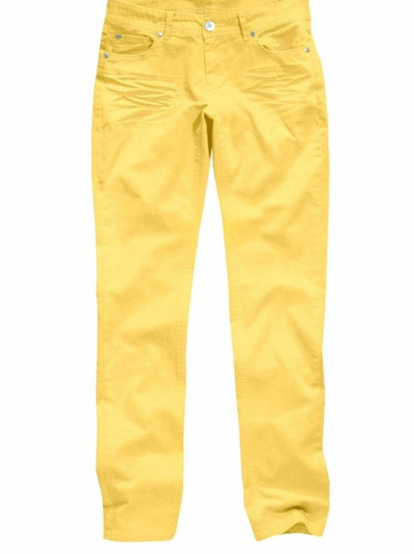 SOLGULT: Bukse i stretch i muntert gult, som er helt riktig utover våren (kr 200, Ellos).