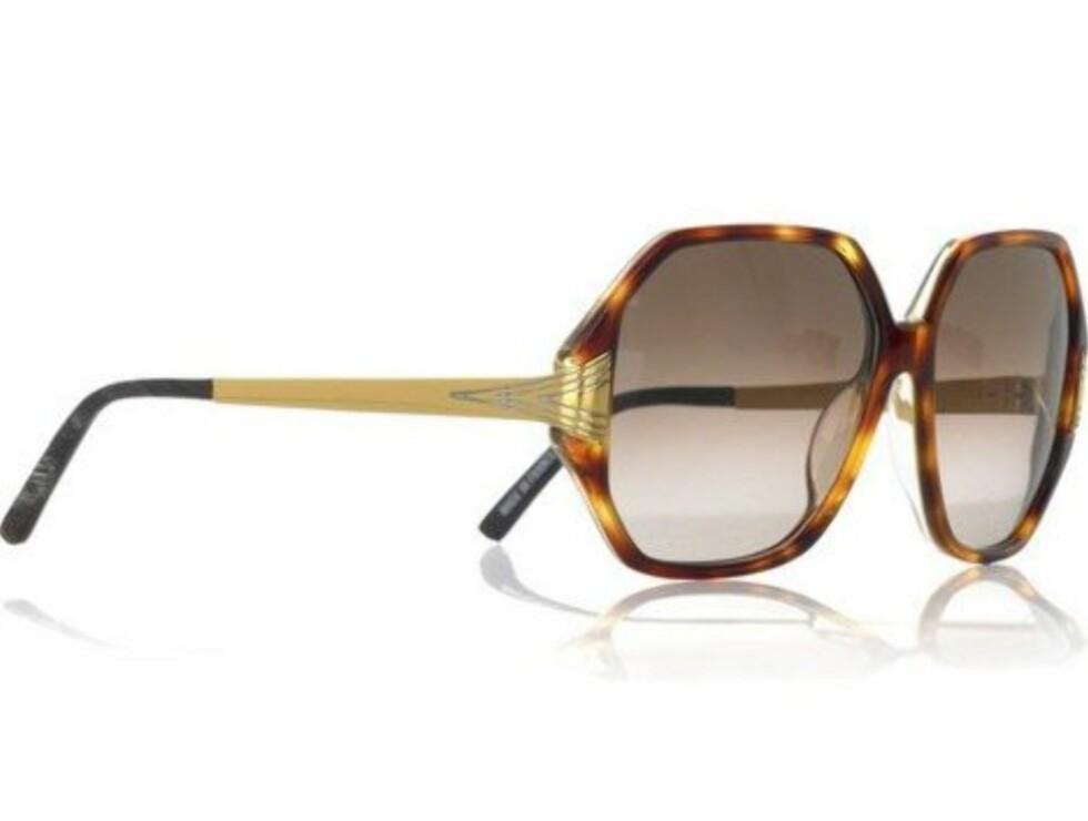 RETRORAMA: Superkule briller i 70-tallsstil (kr 3700, Linda Farrow Luxe/Netaporter.com).