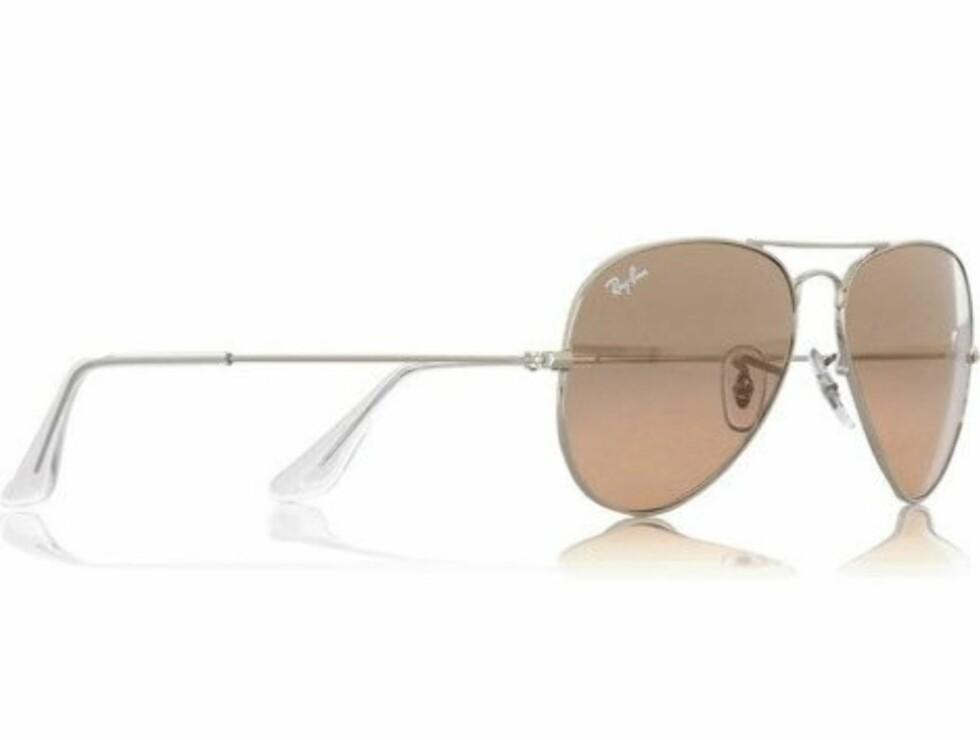 KLASSIKERE: Aviator-brillen som aldri går av moten (kr 1200, Ray Ban).