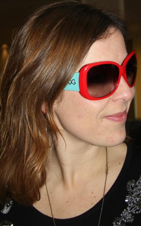 TUTTI FRUTTI: kk.nos egen motejournalist Cecilie Leganger får assosiasjoner til sin gamle Millet-boblejakke fra 80-tallet med disse brillene.